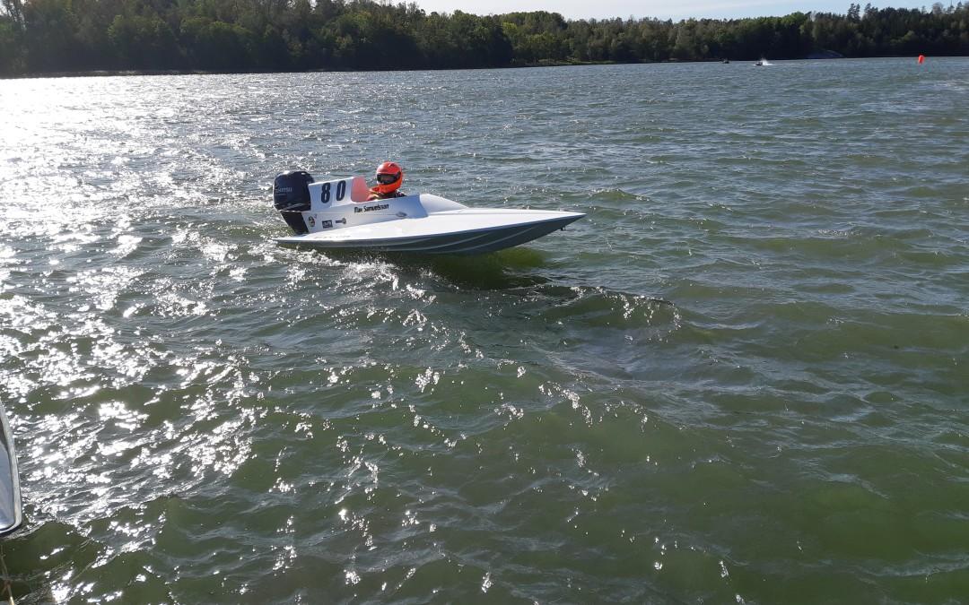 Poppis att testa båtracing